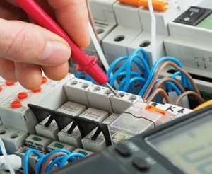 Wykonanie modernizacji, remontu instalacji elektrycznej - œlšsk